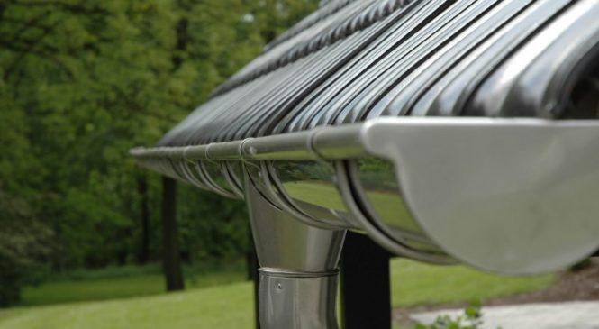 Типы водосточных систем – металл или пластик?